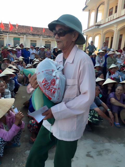CADI-SUN trao quà trực tiếp đến người dân miền Trung 6