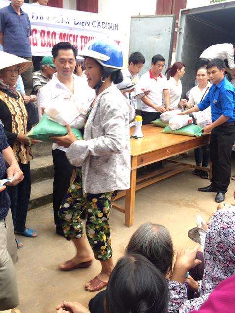 CADI-SUN trao quà trực tiếp đến người dân miền Trung 2